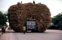 Véhicules surchargé-Afrique