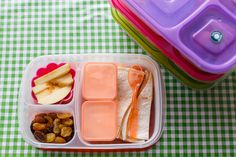 Oh it's been another crazy week here, but then again with 4 kids is there  such a thing as a week that's not crazy? These are our lunches from last  week - schedule wise last week was actually pretty normal for this time of  year, all four kids healthy and at school.
