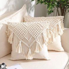 Boho Cushions, Handmade Cushions, Diy Pillows, Boho Throw Pillows, Cushions On Bed, Cream Cushions, Macrame Design, Macrame Art, Macrame Thread
