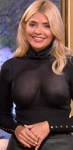 Holly Willoughby Legs, Holly Willoughby Outfits, Curvy Women Outfits, Sexy Outfits, Blond, Tv Girls, Tv Presenters, Celebs, Celebrities