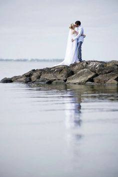 Geelong beach wedding photography. Couples in love.  Melbourne wedding photography. Precise Moment Photography