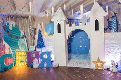 children's birthday, holiday decoration, decor, snow decor, день рождения, дети, детский день рождения, оформление дня рождения, оформление детских праздников, фотозона, замок, ели, зимний лес, воздушные шары