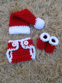 Christmas is coming so let's be prepared with a nice Santa baby set for the little one. Crochet Baby Clothes, Newborn Crochet, Crochet Baby Hats, Free Crochet, Knit Crochet, Chrochet, Crochet Crafts, Yarn Crafts, Crochet Projects