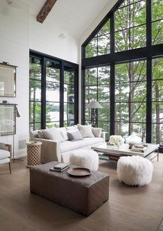 Dreamy rustic-modern lake house with sweeping vistas of Lake Joseph – rustic home interior Winter Living Room, Home Living Room, Living Room Designs, Living Area, Living Room With Windows, Cottage Living, Style At Home, Modern Lake House, House On A Lake