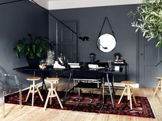 Roundup Moody Rooms I Jonas Ingerstedt office I carpet I stool I grey wall I mirror