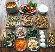 """ゆきりち on Instagram: """"2018/04/04(水) #2018ゆきりち常備菜 * どーもー︎︎☀︎☁︎︎*.* 今週の作り置きです😀 * 春休み満喫してたら 久しぶりになっちゃったー🤣 * □キンカン甘露煮🍊 □お野菜🍅 □自家製ヨーグルト □鶏手羽中のオイポン煮🐔 □豚バラ𓃟⋆⋆プルコギ(下拵え)…"""" Cook For Life, Asian Side Dishes, Vegan Recipes, Cooking Recipes, Good Food, Yummy Food, Meals In A Jar, Japanese Food, Meal Prep"""