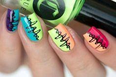 Baile uñas coloridas abstractas