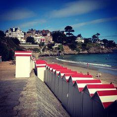 Plage de Saint Lunaire in Saint-Lunaire, Bretagne Saint Servan, Places Ive Been, Places To Go, Station Balnéaire, Brittany France, Celtic Music, Jolly Holiday, Back In Time, Italy Travel