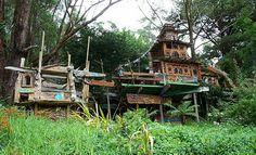 hippie house by primitif, via Flickr