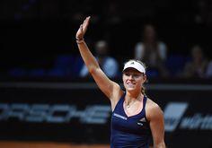 Angelique Kerber stuns Maria Sharapova in Stuttgart 2015