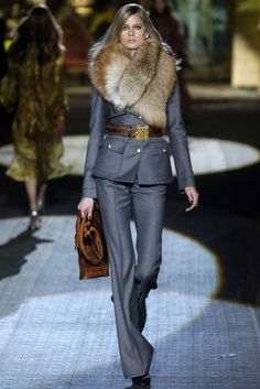 Roberto Cavalli Fall 2006 RTW - Runway Photos - Fashion Week - Runway, Fashion Shows and Collections - Vogue Fur Fashion, Fashion Week, Look Fashion, Runway Fashion, High Fashion, Winter Fashion, Fashion Show, Fashion Outfits, Womens Fashion