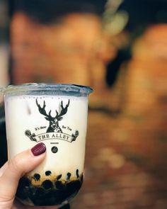 #REPOST @jojie_mokbang #香港 #九龍 鹿角巷 The Alley (尖沙咀) 黑糖鹿丸鮮奶 Brown Sugar Deerioca Milk ㅡㅡㅡㅡㅡㅡㅡㅡㅡㅡㅡㅡㅡㅡㅡㅡㅡㅡㅡㅡㅡㅡㅡㅡㅡㅡ 地址주소 : 尖沙咀彌敦道27-33號良士大廈地下F舖 (침사추이 나단 로드 27-33호) ㅡㅡㅡㅡㅡㅡㅡㅡㅡㅡㅡㅡㅡㅡㅡㅡㅡㅡㅡㅡㅡㅡㅡㅡㅡㅡ #홍콩 #카우룽 더 알리 (침사추이) 브라운슈가 버블티 . . . . . . #Jo姐去eating #foodporn #foodie #foodaholic #hongkong #bubbletea #milktea #승무원 #먹방 #먹스타그램 #맛스타그램 #먹자 #꿀맛 #맛집 #추천 #세계 #식당 #먹을때행복해 #나랑같이먹을래 #버블티 #밀크티