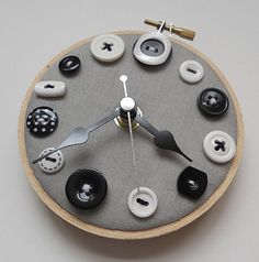 Embroidery Hoop Clock Wall Decor Ideas For 2019 Clock Craft, Diy Clock, Clock Decor, Wall Decor, Clock Wall, Clock Ideas, Cool Clocks, Unique Wall Clocks, Button Art