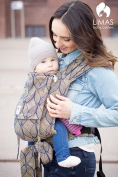 Die Limas Babytrage ist eine Bauch- und eine Rückentrage. Sie wächst mit und kann für Baby ab 3 kg bis 15kg genutzt werden. Der Hüftgurt wird mit einer Schnalle geschlossen, die Schulterträger werden gebunden...