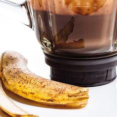 Sauce choco-banane Coffee Maker, Kitchen Appliances, Butter, Banana, Chocolates, Ricardo Recipe, Ice Cream Sandwiches, Coffee Maker Machine, Diy Kitchen Appliances