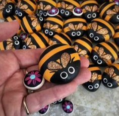Hand painted pet rock- 'Bumble bee' with flower pebble Remember When we used to paint ladybugs. This is an awesome idea we have kids Painted Rock Animals, Painted Rocks Craft, Hand Painted Rocks, Rock Painting Patterns, Rock Painting Ideas Easy, Rock Painting Designs, Pebble Painting, Pebble Art, Stone Painting