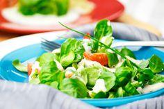 Diese Rezept der Honig-Senf-Dressing auf Joghurtbasis passt zu vielen Salaten, aber auch in ein Wrap.