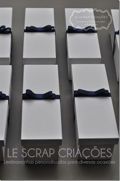 A Maira para presentear seus padrinhos escolheu uma garrafinha de Baby Chandon com caixa de MDF pintada de laca branca e acompanhado de fita de gorgurão com laco Chanel.    Esta lembrancinha foi despachada para a cidade de São Paulo/SP.  Mais informações você poderá visualizar em nossa loja virtual www.lescrapcriacoes.com ou entrar em contato através do e-mail:lescrapcriacoes@hotmail.com