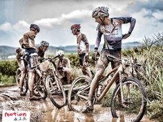 ¿De niño te dijeron que ensuciarse era malo? Con una bicicleta de montaña descubre el verdadero significado de la aventura. En Motion encontrarás una amplia variedad de bicis de montaña.