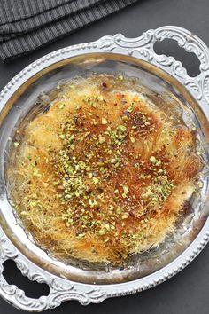 Homemade Kanafeh Eastern European Recipes, Middle Eastern Recipes, Croatian Recipes, Mexican Food Recipes, Ethnic Recipes, Knafe Recipe, Kataifi Pastry, Georgian Food, Israeli Food