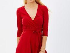 robe-portefeuille-rouge-pimpante-resized Glamour, Wrap Dress, Dresses, Style, Fashion, Red Wrap Dress, Outfits, Dress Ideas, Pattern