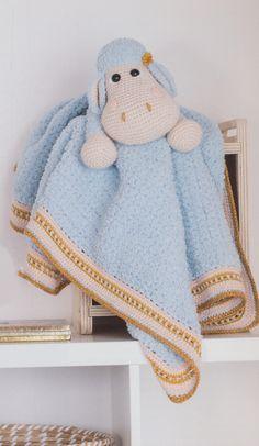Haakpatroon knuffeldeken Suzi het schaap, gemaakt van Scheepjes Sweetheart, Catona, Softfun, Stone washed XL en Twinkle. Crochet For Kids, Crochet Baby, Knit Crochet, Crochet Children, Baby Gift Sets, Baby Gifts, Baby Lovey, Crochet Borders, Security Blanket