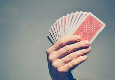 Die Skatkarten sind als Kartendeck für das Kartenspiel Skat sehr bekannt. In diesem Zusammenhang verbreitete es sich in der ganzen Welt. Heute sind Skatkarten in fast allen Haushalten vorhanden. Bereits seit Jahrhunderten werden diese Karten auch als Wahrsagekarten verwendet.