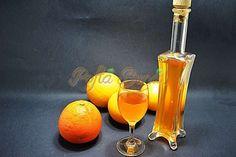 Lichior de portocale sau arancello - o reteta simpla de facut acasa. Rapid si simplu. Homemade Liquor, Romanian Food, Romanian Recipes, Hurricane Glass, Hot Sauce Bottles, Preserves, Drinking, Beverages, Good Food