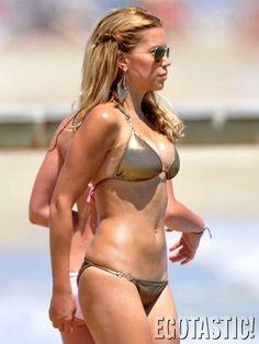sylvie-van-der-vaart-in-a-string-gold-bikini-02-675x900.jpg