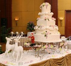 Christmas wedding cake!