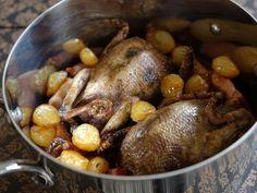 Pigeon en cocotte à la française Chef Simon, Wild Game Recipes, Charcuterie, Pot Roast, Food Photo, Poultry, Beef, Chicken, Fruit