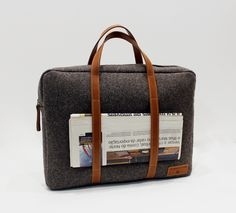 Office Bag made in leather and burel.  100% sheep wool. Stylish and sustainable.