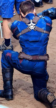 Chris Evans... cool*coughs* detail on the backside of the...suit *coughs* >> thank you cameramen