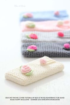 For all crochet lovers, this post will teach you how to create your own crochet iphone cover with rose decoration