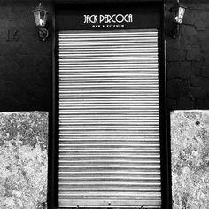 Comparte tus momentos #condeduquegente con nosotros. @jack.percoca  Parece que alguien ha puesto mi nombre en una puerta... Abrís!!!! #april16th #inauguracion #party #malasaña #mahou_es #madrid #condeduque #condeduquegente #italianamerican #pasta #pizza #cocktails #condeduque14 #secretplace #prohibition #newyork #napoli #twenties #clandestino #jackpercoca #bemorejack