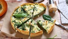 This kale, feta and spinach pie is a simple and stress-free recipe perfect for weekday dinners and portable lunches. Quiche Recipes, Veggie Recipes, Wine Recipes, Vegetarian Recipes, Cooking Recipes, Healthy Recipes, Quiche Ricotta, Cheese Quiche, Cheese Food