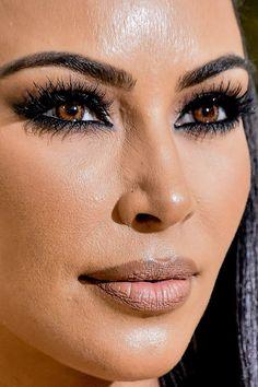 Instagram vs Reality - kim kardashian Bold Lip Makeup, Red Lips Makeup Look, Bad Makeup, Heavy Makeup, Black Girl Makeup, Makeup Tips, Makeup Products, Red Carpet Makeup, Makeup Style