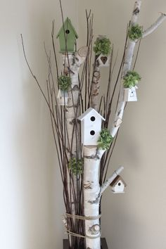Great Photographs bird house decorative Concepts You'll find infinite kinds of birdhouses on the market lately, although pretty not every person is looked into in add Birch Tree Decor, Birch Branches, Tree Branch Decor, Wood Crafts, Diy And Crafts, Deco Champetre, Deco Floral, Bird Houses, Garden Art