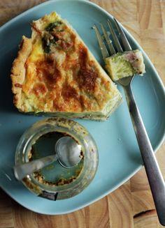 Grov tærte m broccoli og skinke Broccoli, Quiche, Foodies, Breakfast, Kitchen, Morning Coffee, Cooking, Kitchens, Quiches