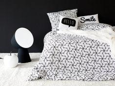 Une housse de couette noire et blanche et en satin de coton. La housse parfaite pour une séance cocooning !