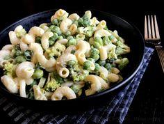 Grøn pastasalat - lækker opskrift med broccoli og ærter - madenimitliv.dk