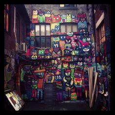 Tatt utenfor KEM ved blå. Fete farger. #Kem #Blaa #Neon Oslo, Tatt, Graffiti, Street Art, Neon