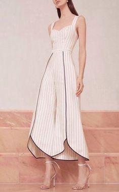 Edaline Cropped Jumpsuit by Alexis Pre-Fall 2018 Skirt Fashion, Hijab Fashion, Fashion Dresses, Muslim Fashion, Gothic Fashion, Hijab Stile, Fashion Details, Fashion Design, Mode Inspiration