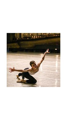 Here expression is breathtaking 🤩 Ballet Pictures, Dance Pictures, Just Dance, Dance 4, Vaganova Ballet Academy, Dance Photography Poses, Dance Dreams, People Dancing, Modern Dance