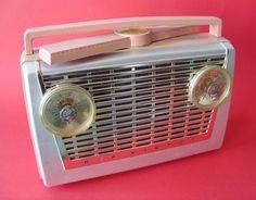 RCA VICTOR Portable Tuberadio Model 8-BX-7F (USA 1956) by MarkAmsterdam, via Flickr