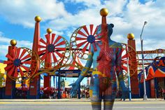 Beautiful New York City Body-Paint Photos Mess With Your Mind #refinery29  http://www.refinery29.com/2014/09/74405/new-york-pictures-camouflage-art-series#slide6  Coney Island