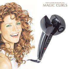 ¡Ya puedes conseguir en nuestra tienda online el rizador de pelo Magic Curls! Crea tú misma rizos perfectos y bonitos en tu pelo con total rapidez y comodidad. Magic Curls es muy fácil de usar, sólo hay que ir introduciendo mechones de cabello y en unos instantes conseguirás rizos fabulosos. El rizador de pelo Magic Curls posee 3 niveles de calor (170, 190 y 210 ºC) y diferentes efectos de rizado (ondas suaves o marcadas).