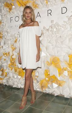 Gallery of photos showing Rosie Huntington-Whiteley styles. Rosie Huntington-Whiteley dress sense, clothes, accessories and hairstyles. Rosie Huntington Whiteley, Rosie Whiteley, Lily Aldridge, Fashion Mode, High Fashion, Fashion Trends, Miranda Kerr, Kendall Jenner, Cool Street Fashion