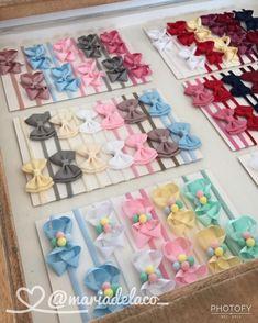 Image may contain: 1 person Diy Hair Bows, Bow Hair Clips, Baby Bows, Baby Headbands, Ribbon Display, Hair Bow Tutorial, Diy Arts And Crafts, Sewing Techniques, Craft Fairs