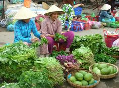 womenMarket.JPG (750×562) http://viaggivietnam.asiatica.com/